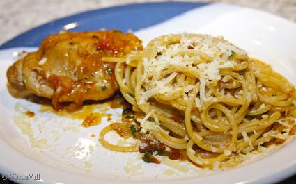 frango, spaghetti e alcachofras