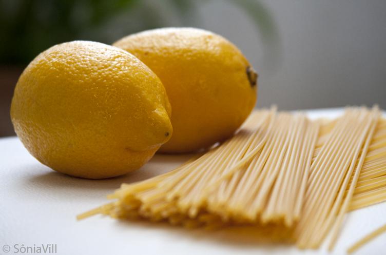 Spaghetti com molho de limão siciliano