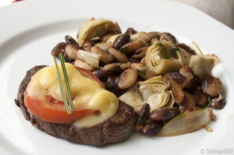 Filet com favas e alcachofra