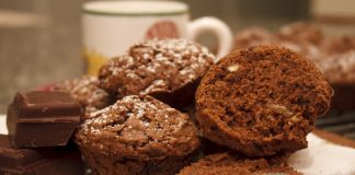 Muffins chocolate com nozes
