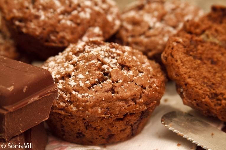 Muffins de chocolate com nozes