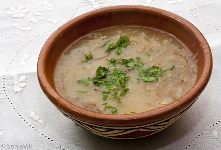 Sopa de mandioca e carne seca