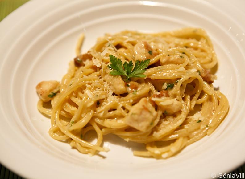 Spaghetti  com frango e bacon