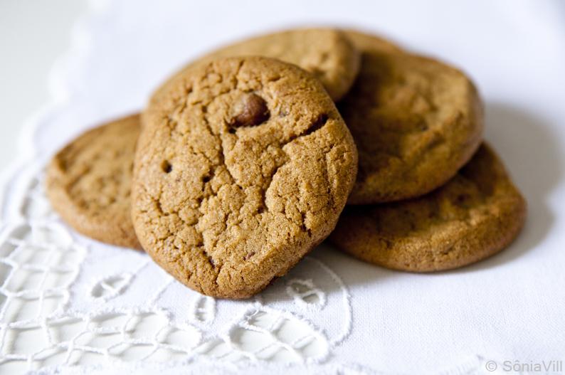 Biscoitos gostosos ou cookies com chocolate