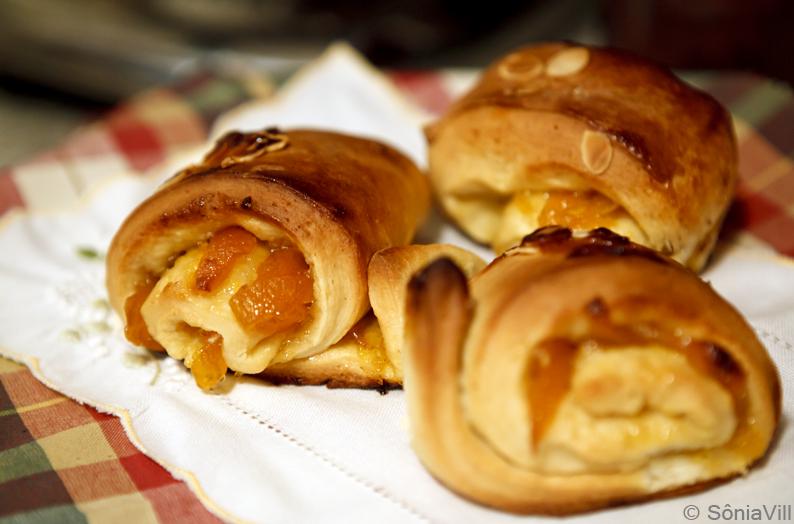 Pão com recheio de damasco