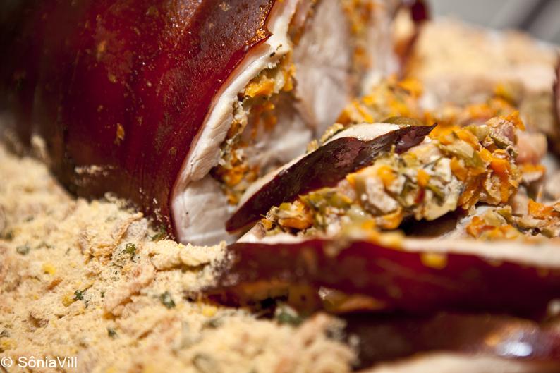 Pernil desossado recheado com azeitonas (jantar para a Quorum, 4ª parte)
