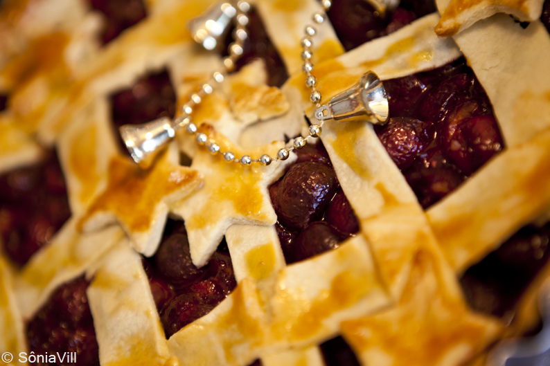 Torta de cerejas e semi-freddo de damasco e amêndoas