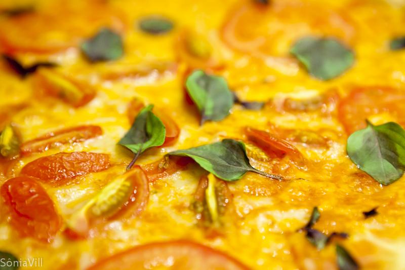 Pizza de calabresa moída e marguerita