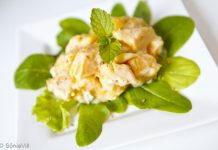 Salada de manga com hortelã e gergelim