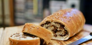 pão recheado com carne moída