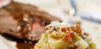 Rosbife com torta de batata, abobrinha, alho poró e cottage