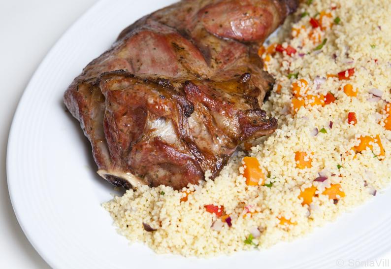 Paleta de cordeiro com couscous marroquino