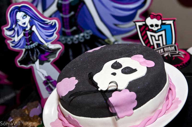 Bolo de aniversário com Monster High