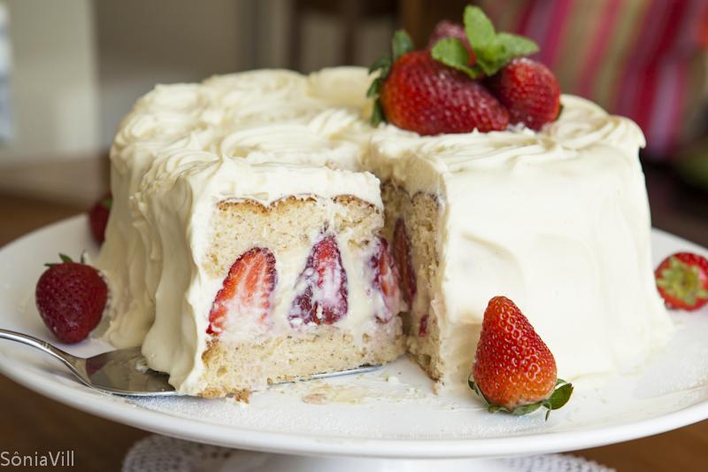 Torta de morangos com chantilly (nosso bolo de aniversário)