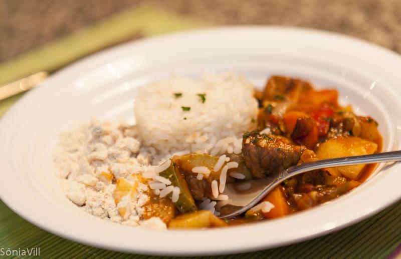 Ensopadinho tradicional de carne e legumes