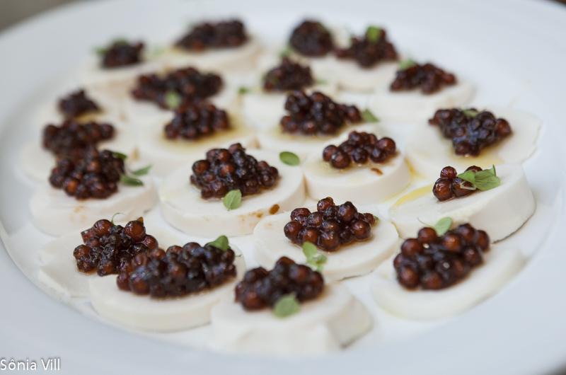 canapé de palmito com caviar de tapioca