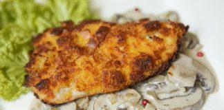 Peito de frango crocante com cogumelos