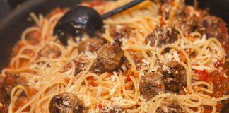 Almôndegas com spaghetti