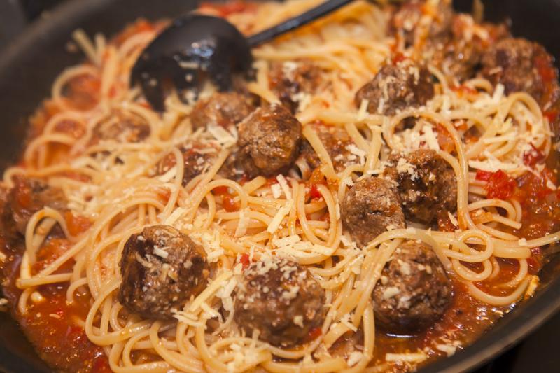 Almôndegas (rápidas) com spaghetti