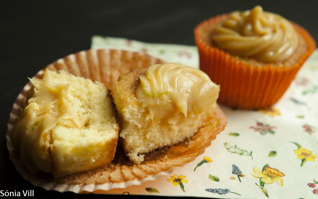 Cupcake de laranja com brigadeiro de limão siciliano