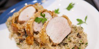 Mignon suíno em massa folhada e arroz com cogumelos e açafrão