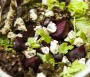 Salada de beterrabas assadas com gorgonzola