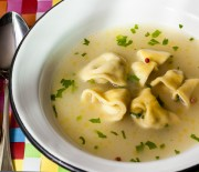 Sopa de capeletti caseiro