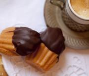 Madeleines com cobertura de chocolate