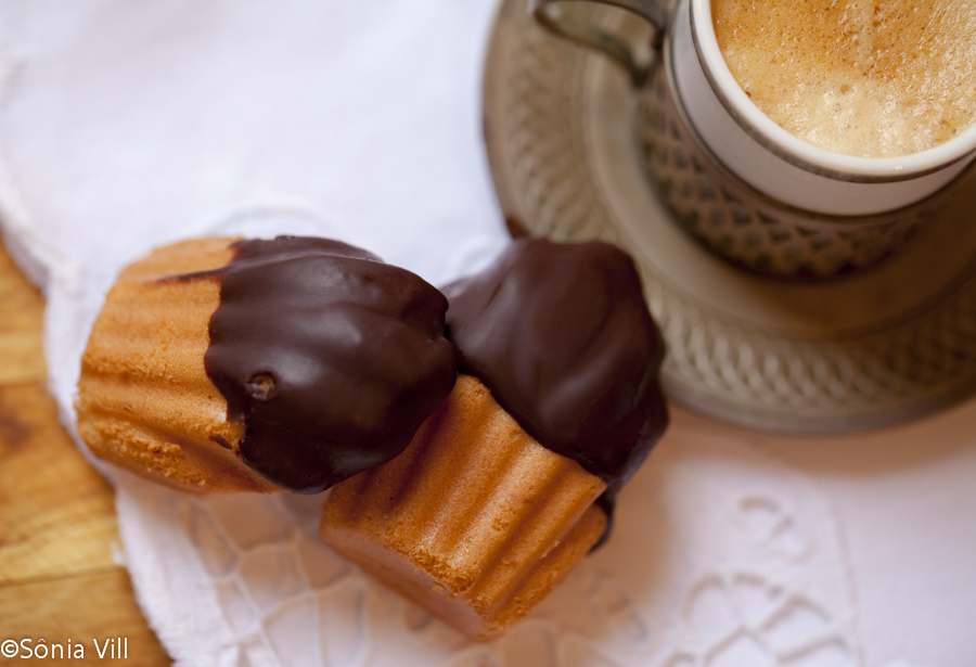Madeleines com chocolate