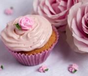 Outubro Rosa com cupcake de morango