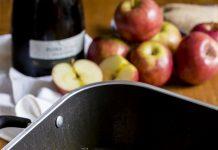 Bistecas suínas com maçãs na sidra