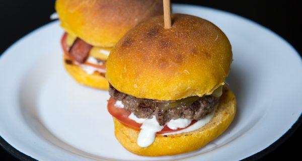 Hambúrguer em pão de abóbora