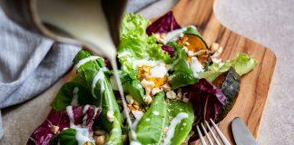 salada verde - abóbora - castanha de caju - molho de iogurte