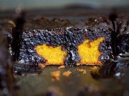 Melhor receita de bolo de cenoura com calda de chocolate do universo