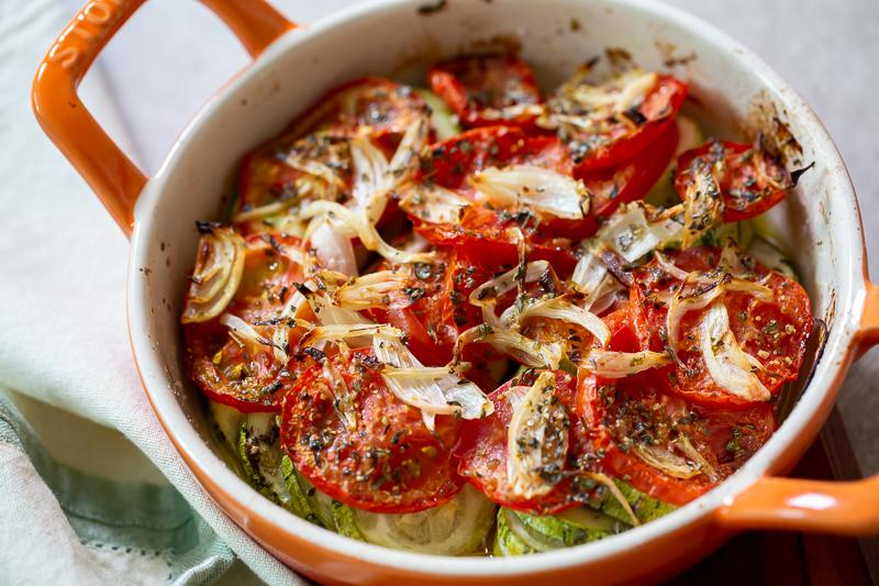 Abobrinha assada com tomates